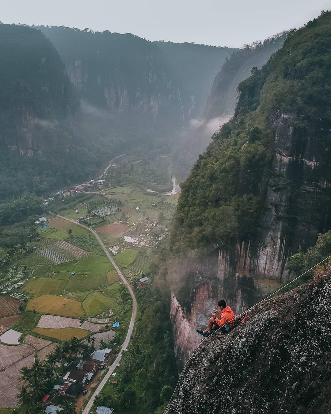 photo lembah harau by @tomybudiarto