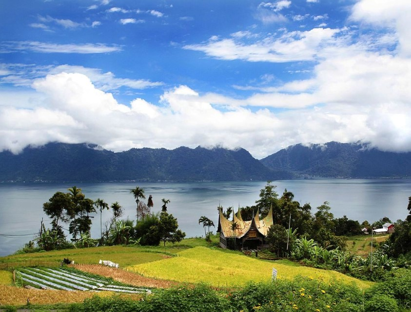 A lot of tourist destinations are scattering throughout the province. Each of it offers distinct attractions. One of them is Lake Maninjau.